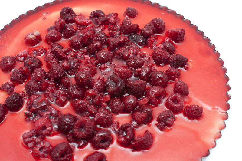 8509   Delicious ricotta cheesecake with raspberries