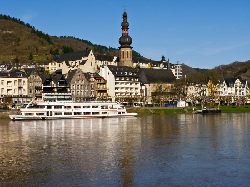 8255 Riverboat on the Mosel River