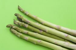 8525   Fresh green asparagus spears