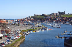 7860   Whitby upper harbour and abbey ruins