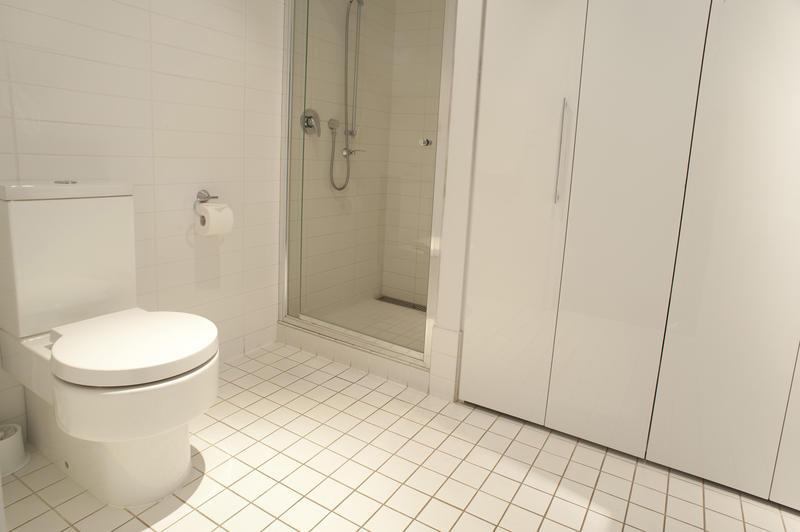 Free Stock Photo 10667 Monochromatic white bathroom ...