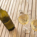 11610   Serving of chilled white wine