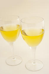 11646   Two glasses of white wine
