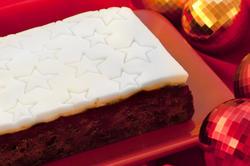 8432   Uncut commercial Christmas cake