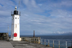 12800   Lighthouse at the entrance to Anstruther Harbour