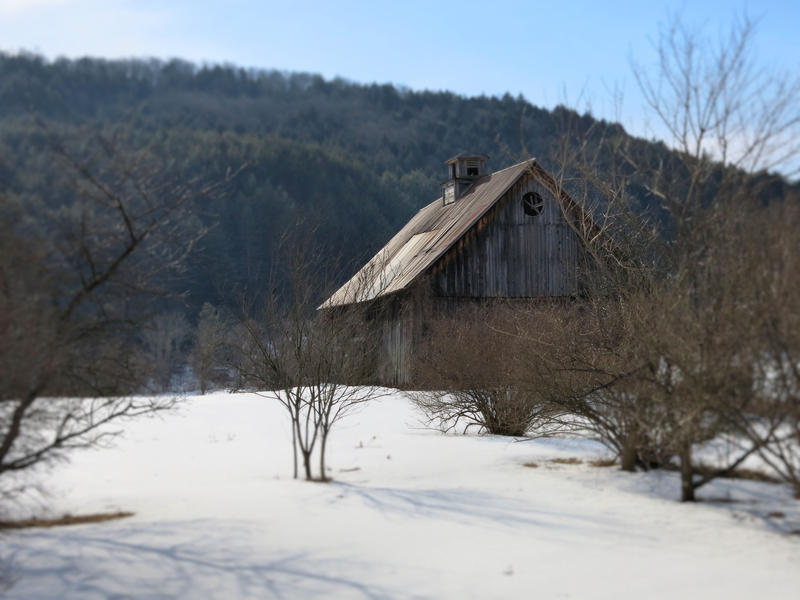 <p>A barn in rural VT in Winter, in focus.</p>