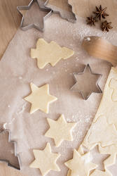 13144   Baking traditional Christmas and seasonal cookies