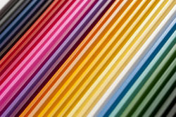 12133   Tight row on rainbow of various colored pencils
