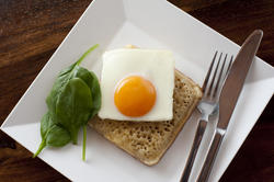 12264   crumpet with fried egg in plate