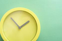 13484   Modern round minimalist green clock