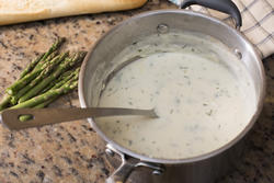 13012   Stainless steel pot with herbed white sauce