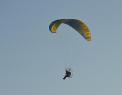 17033   Paragliding over the beach