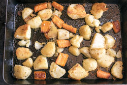17186   Roast vegetables on a metal baking tray