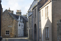 12864   Quaint Narrow street in Saint Andrews