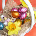 17340   Festive Easter decoration in basket
