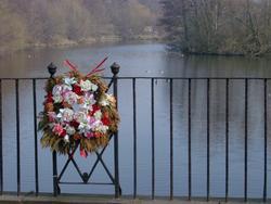 400-memorial_wreath_2513.JPG