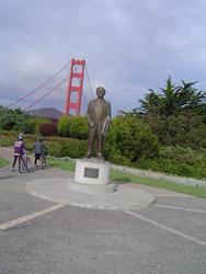 995-jopseph_strauss_statue_1984.JPG