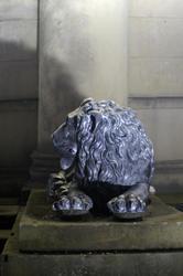 1047   lion statue