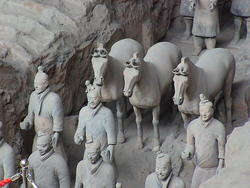 1943-China_Xian_terracotta_army_01.jpg
