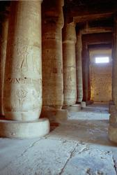 1947-Egypt_Abydos_Temple_of_Seti_01.jpg