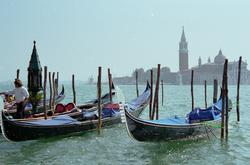 1903-Italy_Venice_gondolas_San_Giorgio_Maggiore.jpg