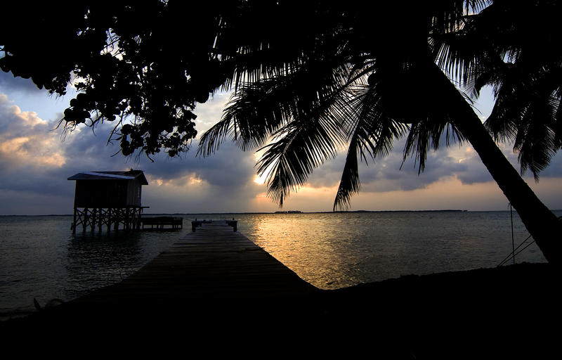 1732-Tobacco Caye Sunrise