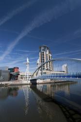 2167-Salford Quays Millennium footbridge
