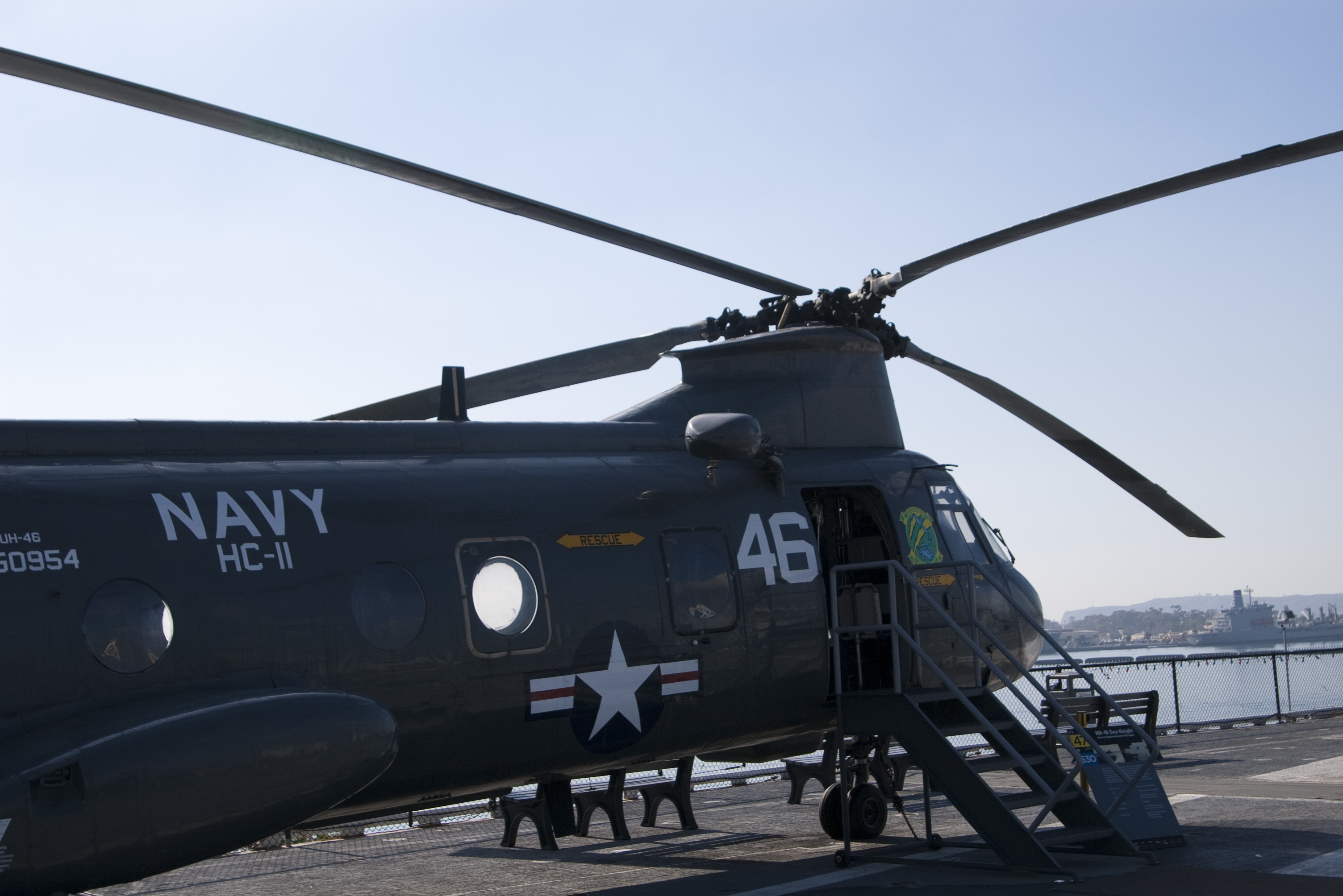 a US navy chinook helicopter
