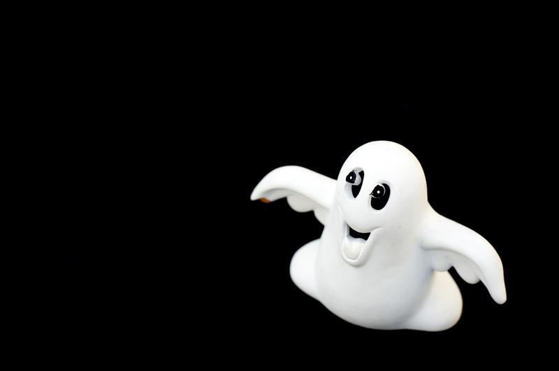 2975-cheeky ghost