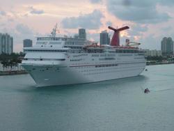 4786   holiday cruise ship