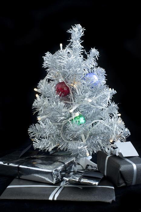 4708   decorated miniature christmas tree