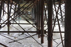 5232   046 under eastbourne pier