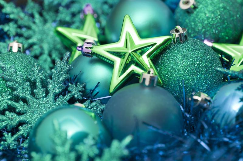 6819   Festive green Xmas decorations