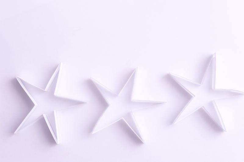 6823   Delicate white paper stars