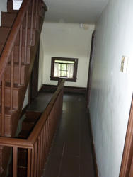 6690   Landing and stairs in an empty house