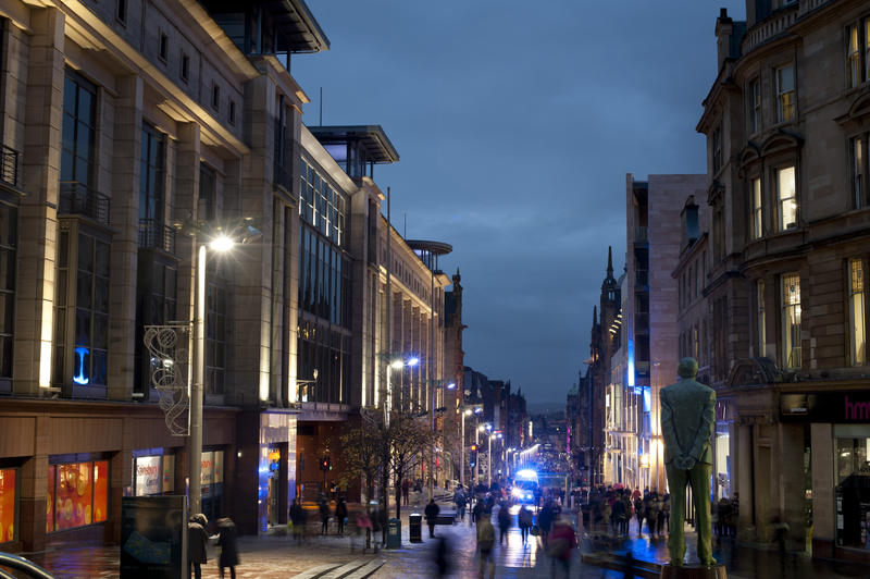 8748   Buchanan Street in Glasgow at night