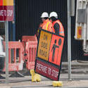 10784   Warning sign to stop traffic at a building site