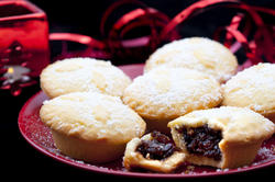 8640   Rich fruity filling in a Christmas mince pie