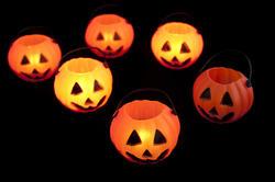 8539   Glowing Halloween lanterns