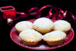 8663   Golden freshly baked Christmas mince pies