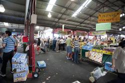 10600   Random People Buying at the Public Market