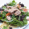 8431   Healthy nicoise salad topped with tuna