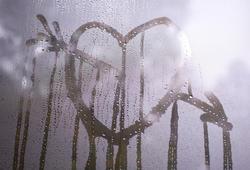 10580   Valentine Concept   Arrowed Heart on Misty Glass