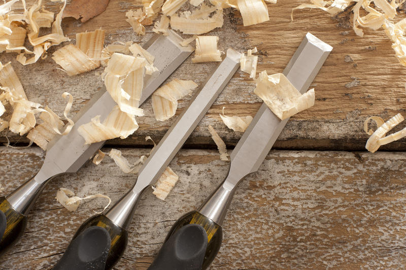 11076   Set of three woodworking chisels