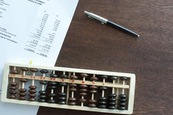 12718   Short wooden rectangular abacus on table