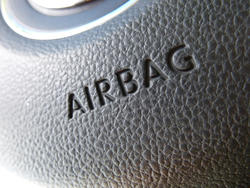 16338   Close up on airbag logo