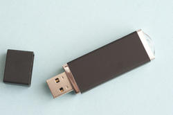13754   Flash drive with cap