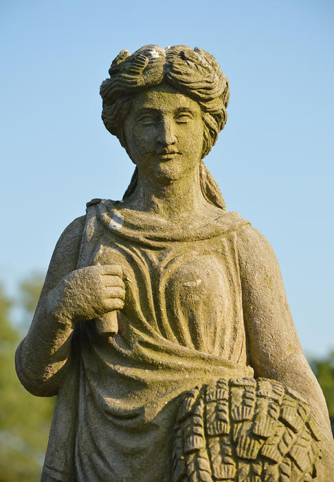 15576   statue of a lady