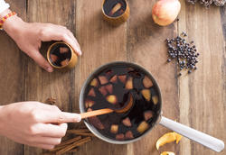 17183   Person serving freshly made mulled red wine