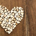 13513   Small wooden hearts